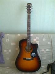 Продаю электроакустическую гитару Fender