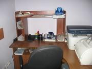 Комплект офисной мебели: 3 стола компьютерных,  2 шкафа для одежды