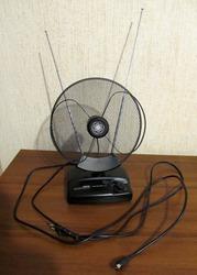 Активная комнатная ТВ-антенна Hama TV/FM недорого.