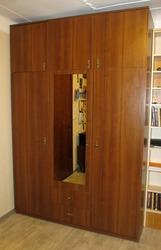 Шкаф 3-х дверный недорого с антресолью. Темный орех. 1800 грн