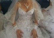 срочно продаю красивое свадебное  платье