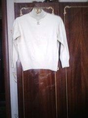 Продаю белый свитерок
