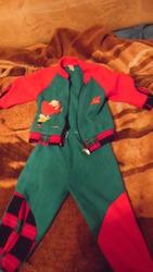 Продаю хороший детский костюмчик.