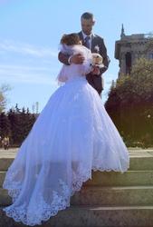 Свадебное платье. расшито камнями и кружевом