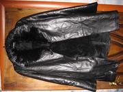Продаю кожанную куртку на натуральном меху воротник бобёр